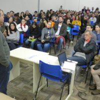 reitor fala sobre projeto à comunidade.