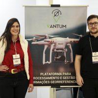 Membros da empresa mostram ferramenta em São Paulo