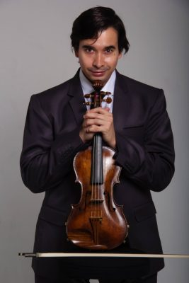 Leonardo Feichas com o violino de Flausino Valle
