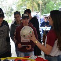 estudantes observam demonstração da ESEF