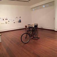 bicicleta no espaço da galeria