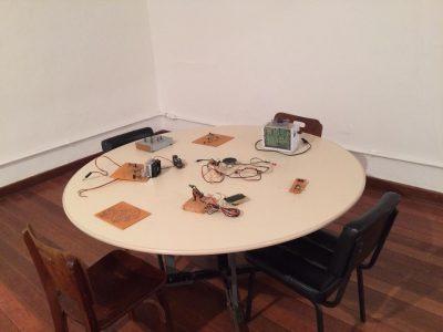 mesa com peças